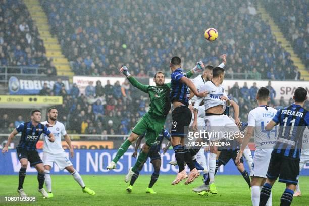 Atalanta's Albanian goalkeeper Etrit Berisha deflects a shot during the Italian Serie A football match Atalanta Bergamo v Inter Milan at the Atleti...
