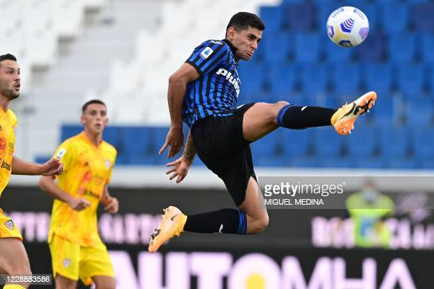 Atalanta's Argentine defender Cristian Romero controls the ball during the Italian Serie A football match Atalanta vs Cagliari on October 4, 2020 at...