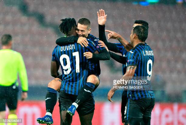 Atalanta's Argentine forward Alejandro Gomez celebrates scoring the 0-2 goal with his team-mates during the UEFA Champions League group D football...