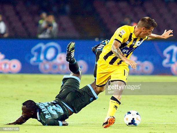 Atalanta's Argentinian forward German Denis vies for the ball with Napoli's Colombian defender Pablo Armero during the Italian Serie A football match...