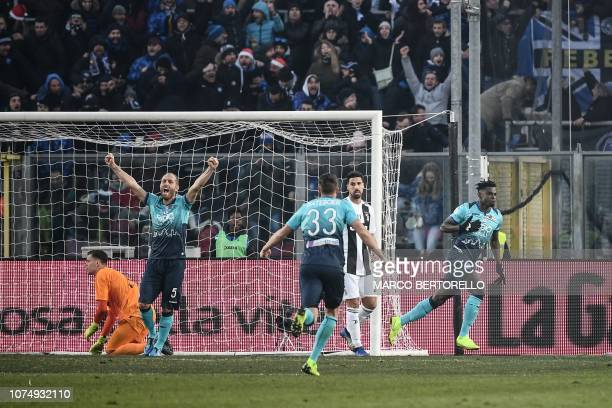Atalanta's Colombian forward Duvan Zapata celebrates after scoring 2-1 during the Italian Serie A football Match Atalanta Bergamo vs Juventus on...