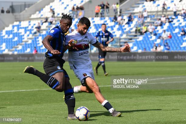 Atalanta's Colombian forward Duvan Zapata challenges Genoa's Argentine defender Cristiano Romero during the Italian Serie A football match Atalanta...