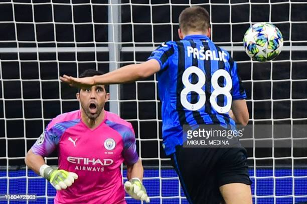 Atalanta's Croatian midfielder Mario Pasalic scores a header past Manchester City's Chilean goalkeeper Claudio Bravo to equalize during the UEFA...