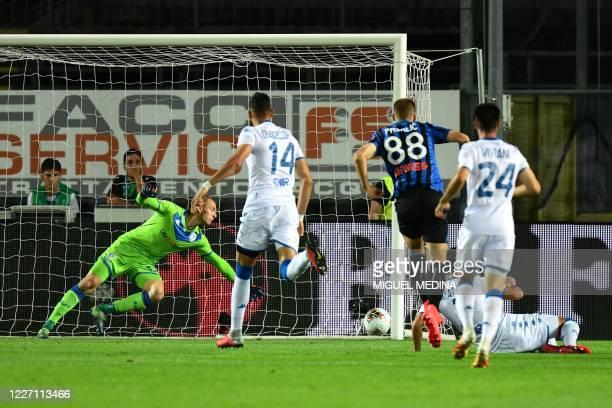 Atalanta's Croatian midfielder Mario Pasalic scores his team's first goal during the Italian Serie A football match Atalanta vs Brescia played on...
