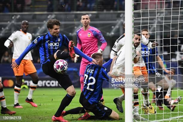 Atalanta's Dutch defender Hans Hateboer attempts to score as Valencia's Spanish goalkeeper Jaume Domenech looks on during the UEFA Champions League...