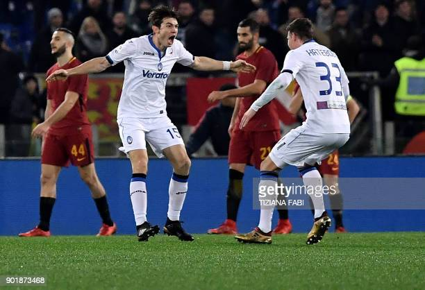 Atalanta's Dutch midfielder Marten de Roon celebrates after scoring a goal during the Serie A football match between Roma and Atalanta at Olimpic...