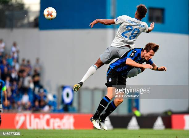 Atalanta's Dutch midfielder Marten de Roon fights for the ball with Everton's English forward Dominic CalvertLewin during the UEFA Europa League...