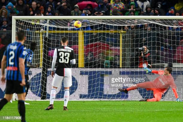 Atalanta's Gambian forward Musa Barrow hits the post and fails to score a penalty past Juventus' Polish goalkeeper Wojciech Szczesny during the...