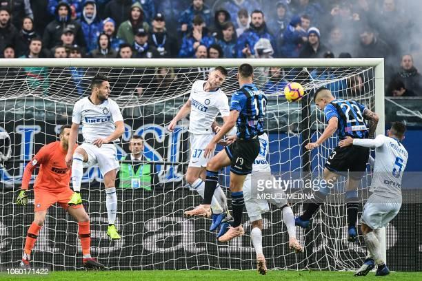 Atalanta's Italian defender Gianluca Mancini scores a header during the Italian Serie A football match Atalanta Bergamo v Inter Milan at the Atleti...