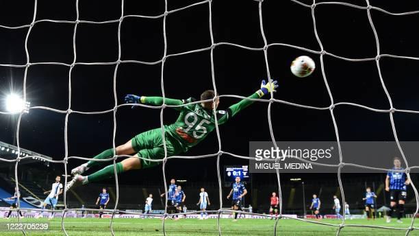 Atalanta's Italian goalkeeper Pierluigi Gollini concedes the second goal from Lazio's Serbian midfielder Sergej Milinkovic-Savic during the Italian...