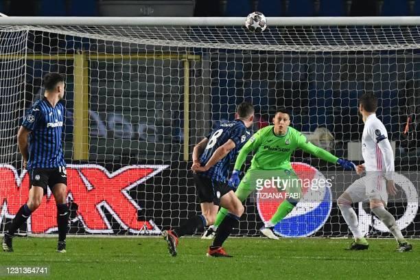 Atalanta's Italian goalkeeper Pierluigi Gollini eyes the ball before conceding a goal during the UEFA Champions League round of 16 first leg football...