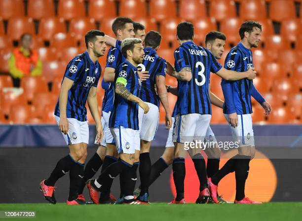Atalanta's Slovenian midfielder Josip Ilicic celebrates with his teammates after scoring his team´s second goal from the penalty spot during the UEFA...