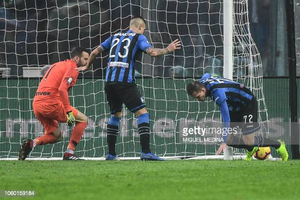 Atalanta's Slovenian midfielder Josip Ilicic fails to score as Inter Milan's Slovenian goalkeeper Samir Handanovic and Atalanta's Italian defender...
