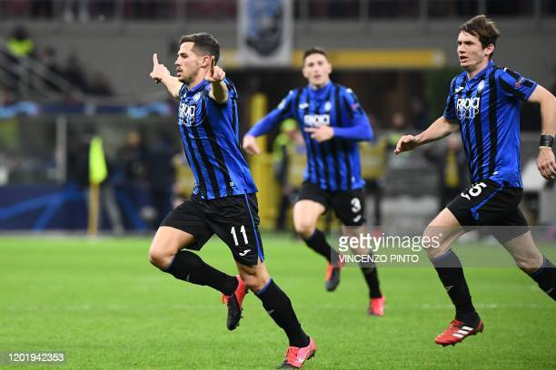 Atalanta's Swiss midfielder Remo Freuler celebrates after scoring during the UEFA Champions League round of 16 first leg football match Atalanta...
