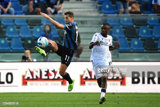 Atalanta's Swiss midfielder Remo Freuler fights for the ball with Bologna's Nigerian midfielder Kingsley Michael during the Italian Serie A football...