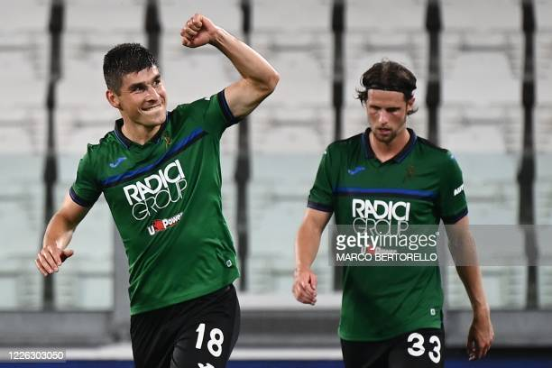 Atalanta's Ukrainian midfielder Ruslan Malinovskyi celebrates after scoring during the Italian Serie A football match Juventus Turin vs Atalanta...