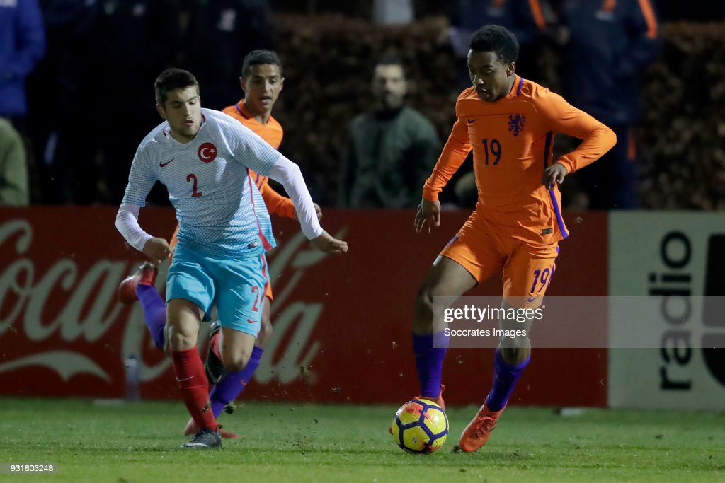 Atamer Bilgin of Turkey U17, Quinten Maduro of Holland U17 during the match between Turkey U17 v Holland U17 at the Sportpark Parkzicht on March 13, 2018 in Uden Netherlands