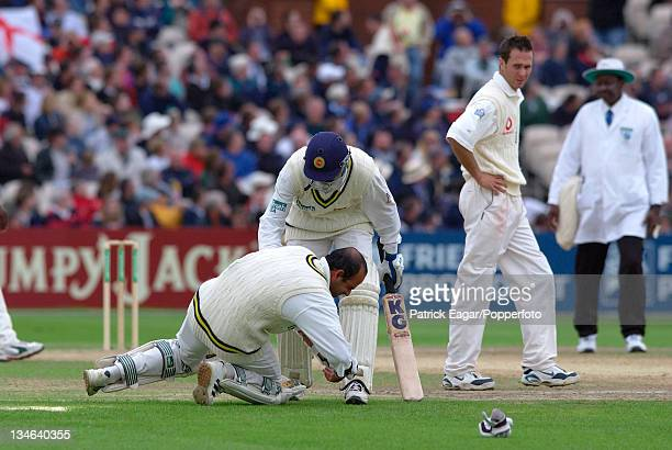 Atapattu after being hit by Flintoff he eventually retired hurt England v Sri Lanka 3rd Test Old Trafford Jun 02