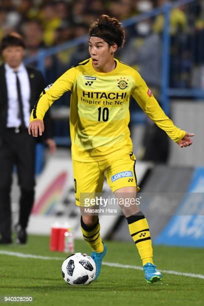 Ataru Esaka of Kashiwa Reysol in action during the JLeague J1 match between Kashiwa Reysol and Vissel Kobe at Sankyo Frontier Kashiwa Stadium on...