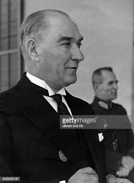 Atatuerk Kemal *12031881Politiker TürkeiPräsident der Republik Porträt 1936
