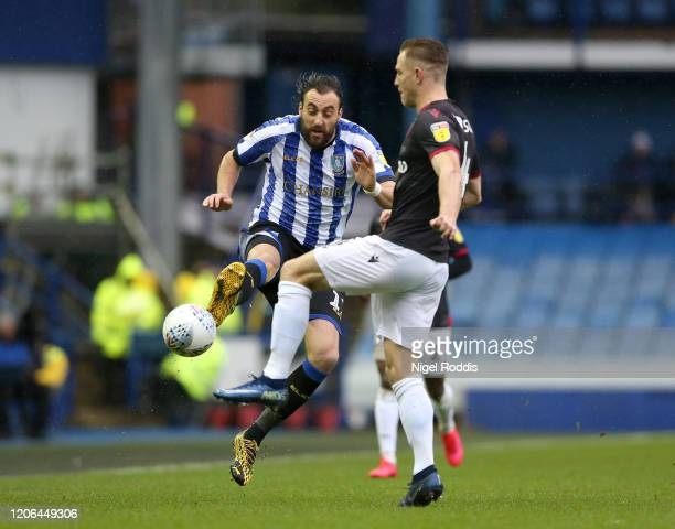 Atdhe Nuhiu of Sheffield Wednesday battles for possession with Michael Morrison of Reading FC during the Sky Bet Championship match between Sheffield...
