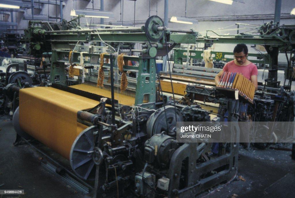 410a5a3e198 Atelier de fabrication dans une usine textile   News Photo