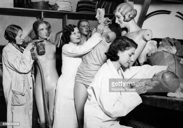 Atelier de réparation des mannequins de cire dans le grand magasin Selfridges à Londres RoyaumeUni circa 1930