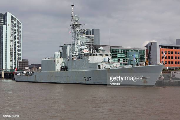 hmcs athabaskan at liverpool - athabaskan stock pictures, royalty-free photos & images