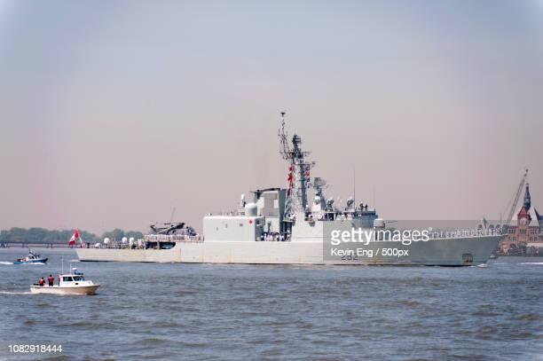 hmcs athabaskan (ddg 282) - athabaskan stock pictures, royalty-free photos & images