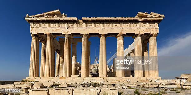 prospettiva corretta del partenone di atene e l'acropoli - tempio foto e immagini stock