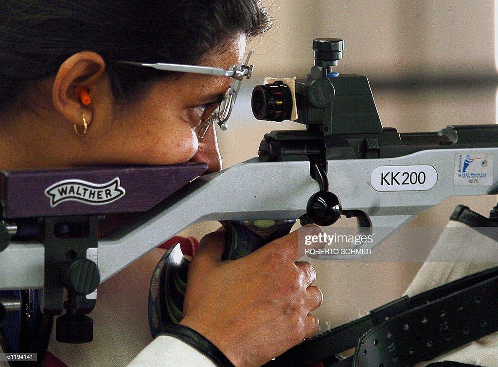 Anjali Bhagwat of India looks through th : News Photo