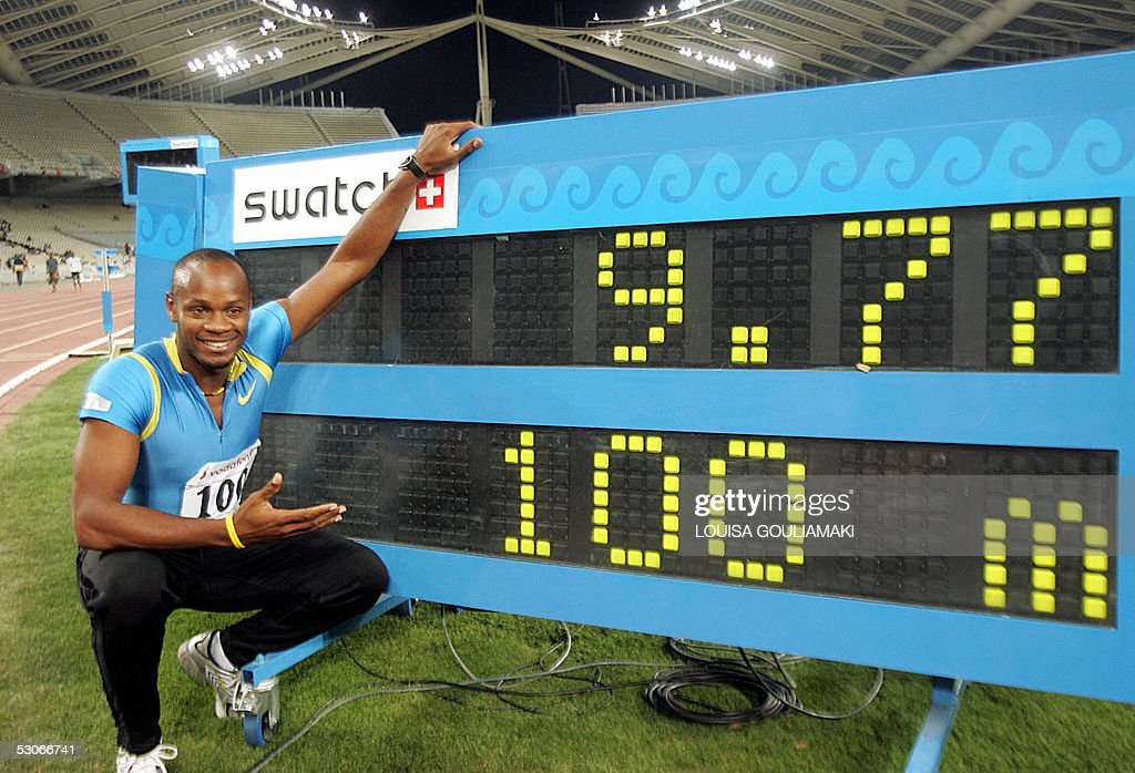 Asafa Powell of Jamaica celebrates his world record with 9.77 sec in men's 100m during the Athens Super Grand Prix Tsiklitira 2005, at the Olympic Stadium in Athens , 14 June 2005. AFP PHOTO/Louisa Gouliamaki