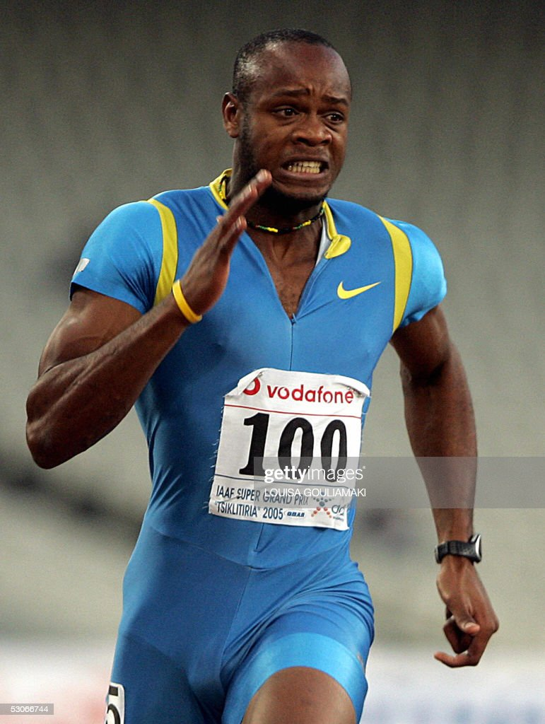 Asafa Powell (C) of Jamaica makes a world record with 9.77 sec in the men's 100m ahead of Francis Obikwelouy of Portugal and Aziz Zakari of Ghana during the Athens Super Grand Prix Tsiklitira 2005, at the Olympic Stadium in Athens, 14 June 2005. Powell broke the 100 metres world record here on Tuesday running 9.77 seconds. The 22-year-old's mark eclipses the old time of 9.78sec set by Tim Montgomery in Paris in September 2002. AFP PHOTO/Louisa Gouliamaki