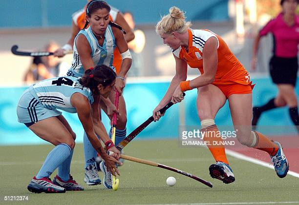Dutch hockey player Miek Van Geenhuizen and Argentina's Maria Mercedes Margalot and Agustina Soledad Garcia vie for the ball during their semifinal...
