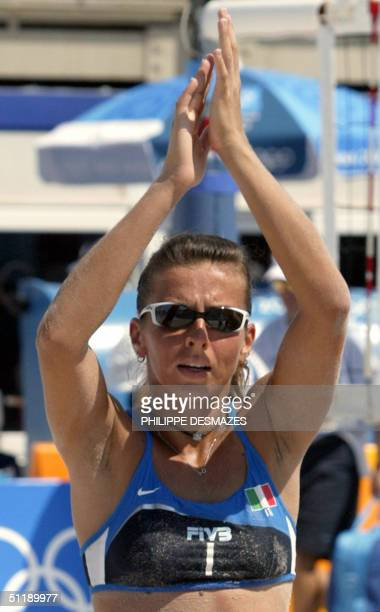 Italy's Lucilla Perrotta celebrates in her third round preliminary women's beach volleyball match at the 2004 Olympic Games in Athens, 19 August...