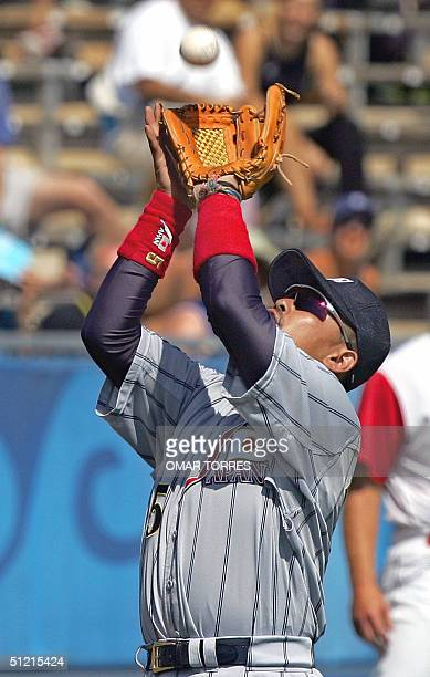 Japanese third baseman Norihiro Nakamura catches a pop out during the first inning of their bronze medal baseball game against Canada 25 August 2004...