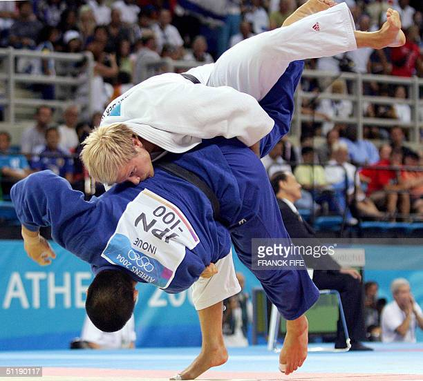 Japan's Kosei Inoue fights against Dutch opponent Elco van Der Geest during the men's under 100 kg judo competition 19 August 2004 at the Ana Liosia...
