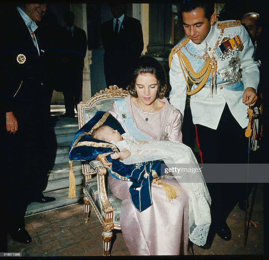 King Constantine and Queen Anne-Marie with Child : Photo d'actualité