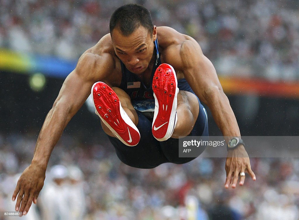 US athlete Bryan Clay competes during th : News Photo