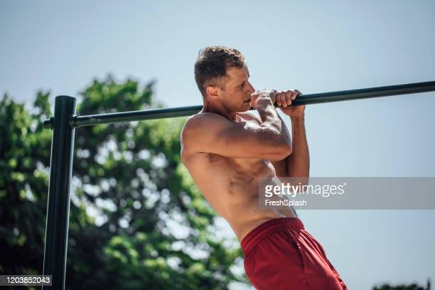 athlete doing a commando pull-up - army training stock pictures, royalty-free photos & images