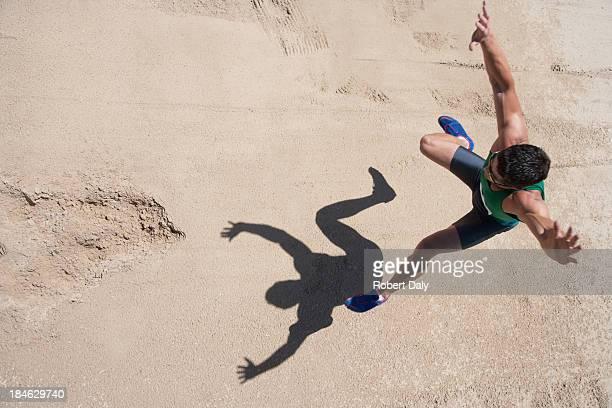 走り幅跳び選手実行をの砂場