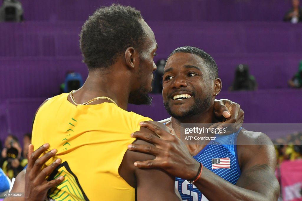 US athlete Justin Gatlin (R) embraces Jamaica's Usain Bolt after winning the final of the men's 100m athletics event at the 2017 IAAF World Championships at the London Stadium in London on August 5, 2017. / AFP PHOTO / Andrej ISAKOVIC