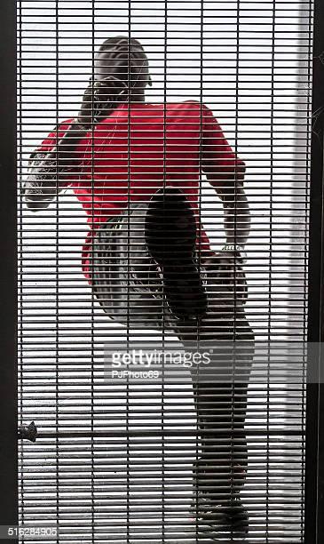 atleta corriendo en hierro bridge (puente) - pjphoto69 fotografías e imágenes de stock