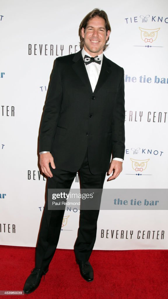 """""""Tie The Knot"""" Grand Store Opening With Founder Jesse Tyler Ferguson"""