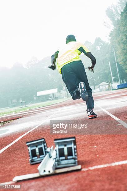 athlete starting run - forward athlete stock pictures, royalty-free photos & images