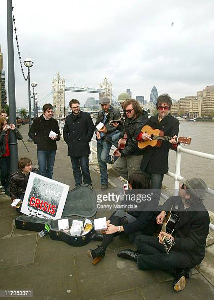 Athlete Supergrass Carl Barat and Pearl Lowe during Crisis Celebrity Busk November 15 2006 at South Bank in London Great Britain