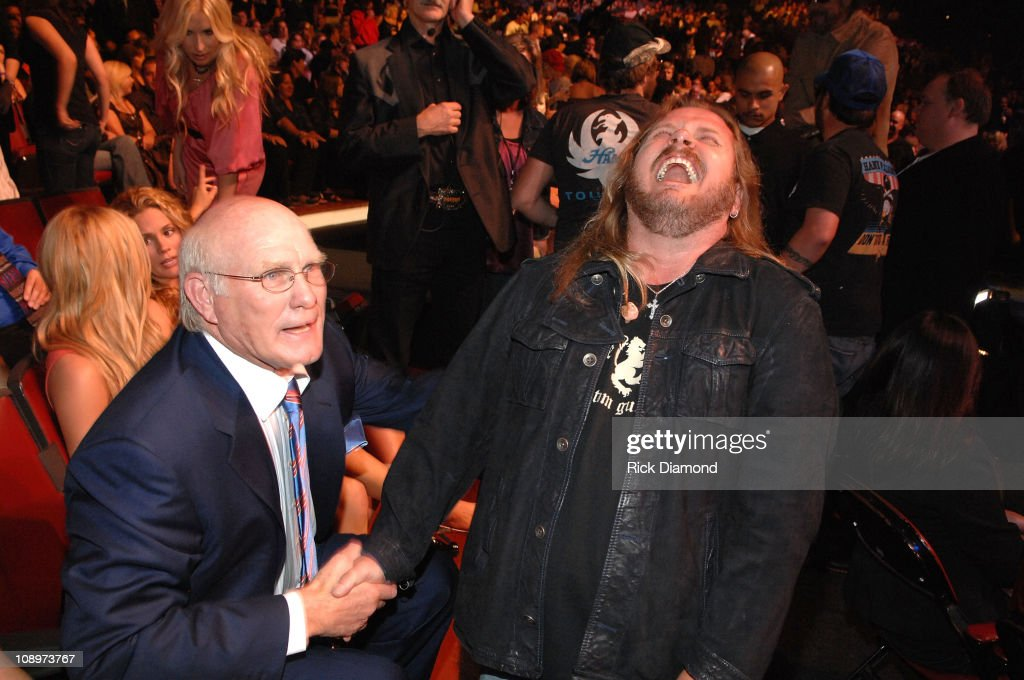 Athlete Terry Bradshaw and musician Johnny Van Zant in the audience during CMT Giants honoring Hank Williams Jr. at the Gibson Amphitheatre on October 25, 2007 in Los Angeles, California.