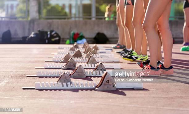 athletes about to start a race - international match photos et images de collection