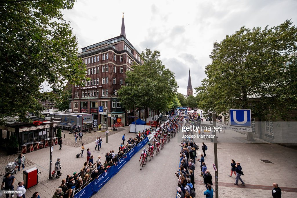 Athletes compete during the EUROEYES CYCLASSICS Hamburg race on August 20, 2017 in Hamburg, Germany.
