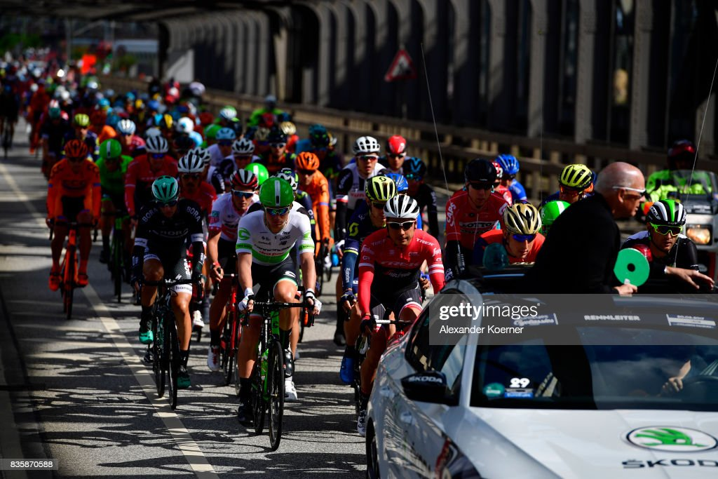 Athletes compete in the EUROEYES CYCLASSICS Elite race on August 20, 2017 in Hamburg, Germany.